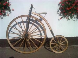 Vysoké dřevěné kolo